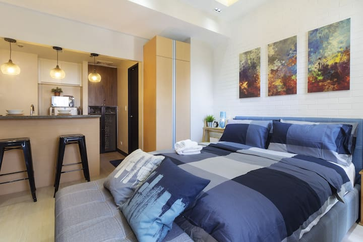 Cozy well designed home. Best for business travelers, tourists, staycation and stop-over travelers.