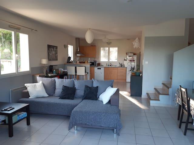 Chambre dans maison au calme