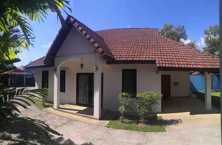 2 bedroom house near Laguna 56