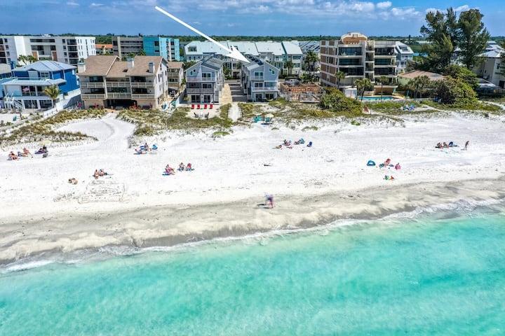 Fabulous Beach House 3BR, SPACIOUS, Beach breezes!