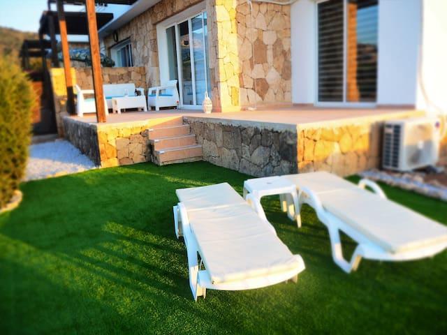 Modern Sea View Corner Apartment Free WiFi
