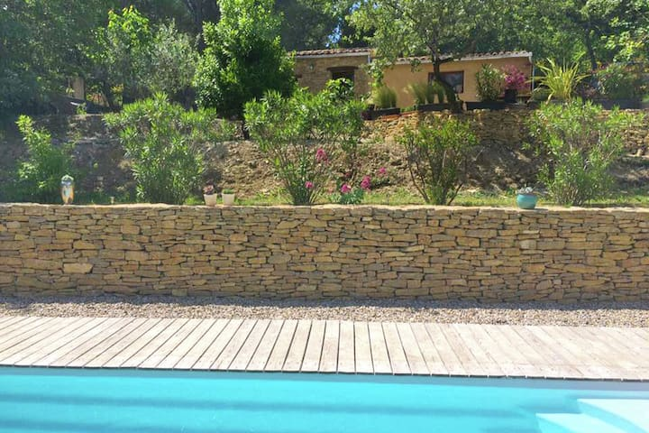 2 tastefully furnished gîtes with private pool and beautiful garden, 1 km from faucon