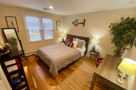 Immaculate & Renovated. Close to the Bay & Sound!