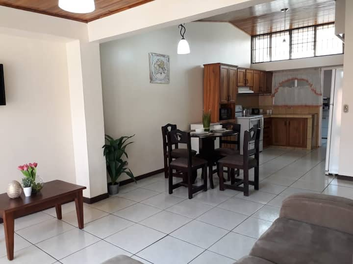 Private Apartment House 2 Bdrm 5 mins SJO Airport