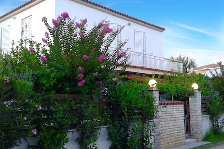 VILLA MAROULA • 80m from the beach - Kourouta - Dom