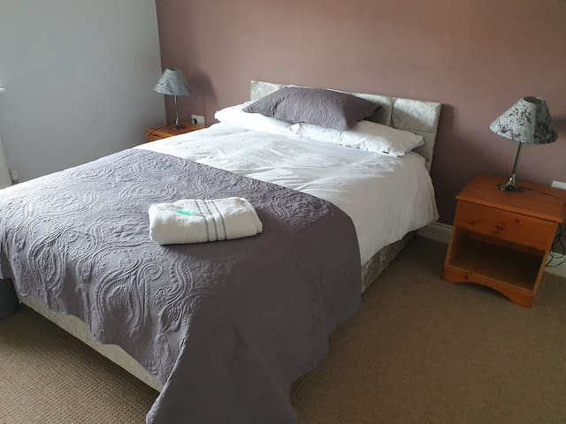 Very Stylish En Suite Double Bedroom Lovely