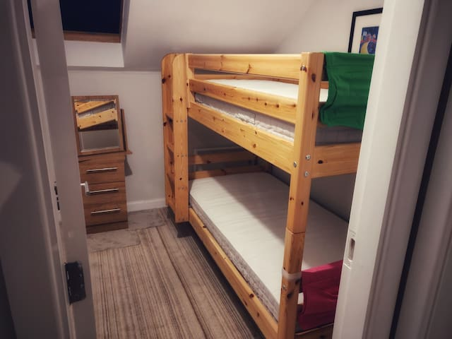 Bedroom 3 - Bunk bed and toddler bed