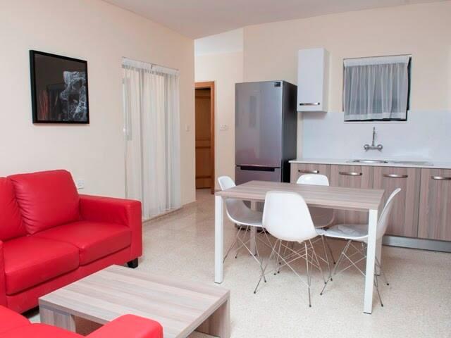 One Bedroom Apartment - Balcony - Great Location - Il-Gżira - Apartament