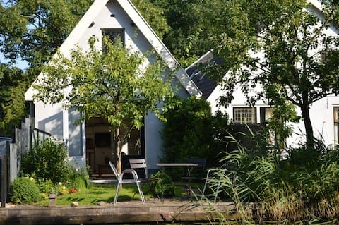 Guesthouse nearby Amsterdam. A'dam CS: <25min.