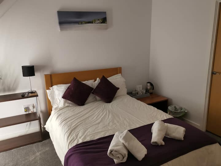 Private whole top floor double bed with ensuite