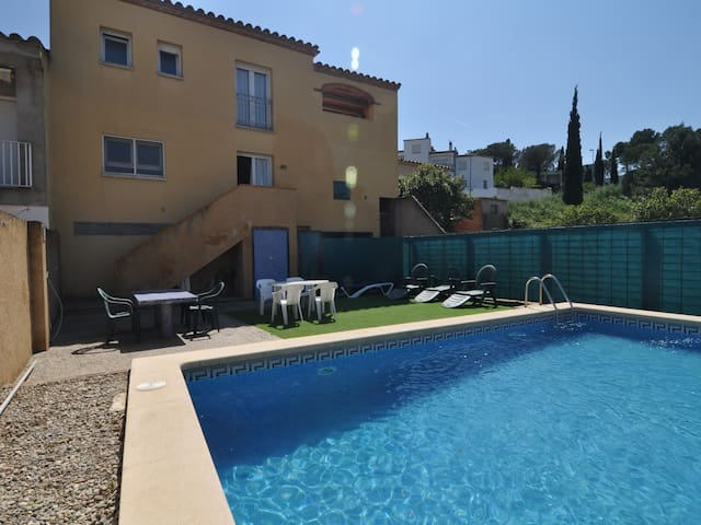 TERE 86: VERY SPACIOUS HOUSE WITH PRIVATE POOL + WIFI