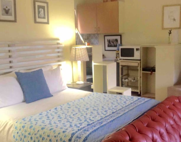 Studio outlay, with self-catering kitchenette option.  Various options re meal prep, options, order-in and delivery close-by .. Use Braai area if preferred: utensils/washing up done by host, fuel/food for your pocket