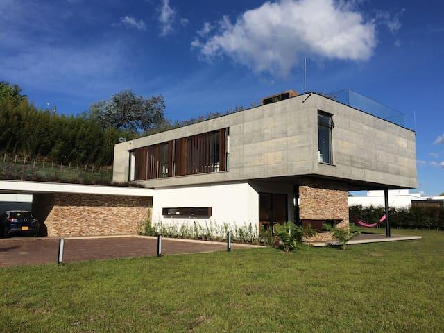 """Habitación en Casa Campestre """"La Dolce Vita"""" - El Tablazo - House"""