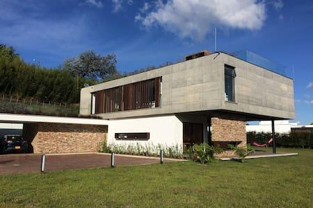"""Habitación en Casa Campestre """"La Dolce Vita"""" - El Tablazo"""