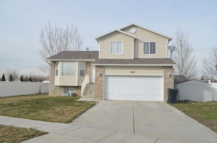 Beautiful, Cozy Modern Home. - Ski/Weber/Hill AFB - Clinton - Ev
