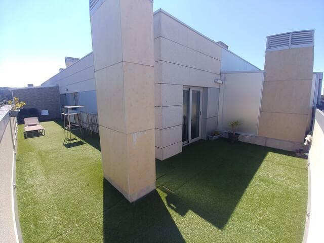 DÚPLEX 4 HAB. CON TERRAZA DE 60 m2, PISCINA Y GYM