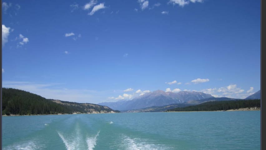 Waterfront on lake koocanusa in the mountains