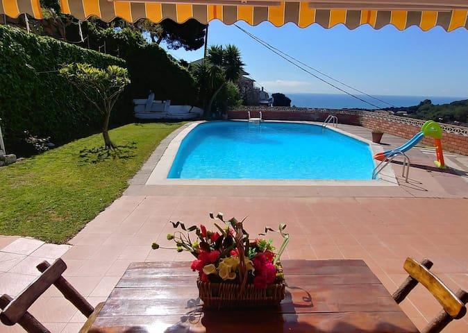 Can Carrión una gran piscina con vistas al Mar