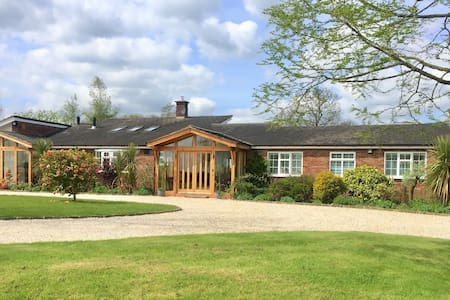 PRIVATE STUDIO+HOT TUB IN RURAL NANTWICH, CHESHIRE