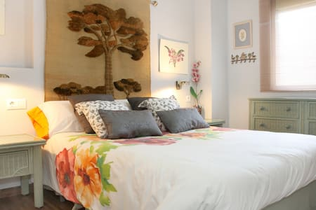 Piso céntrico. Con cochera - Cordoba - Bed & Breakfast