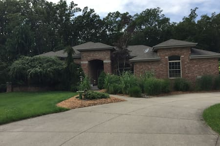 Beautiful home near Bluffton and Ft Wayne
