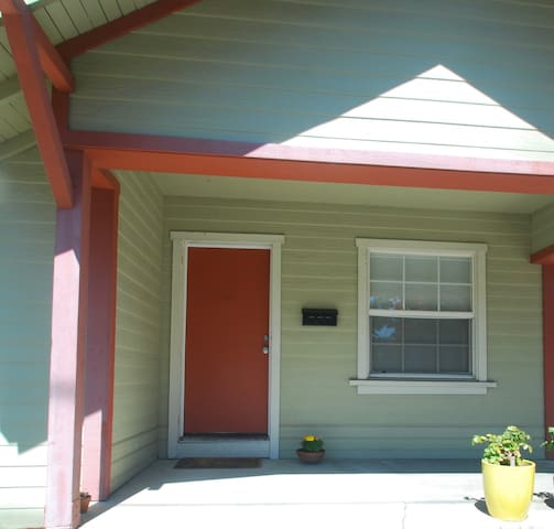 Craftsman Bungalow Close to the Heart of the City