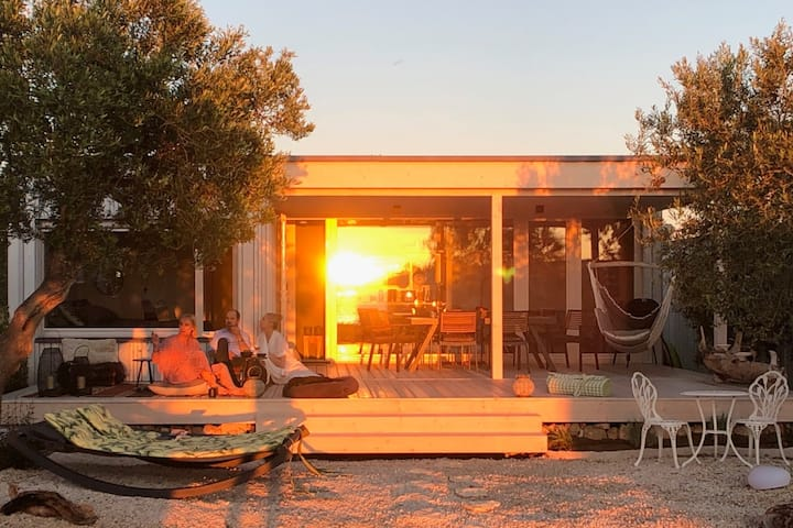 CALM BEACH HOUSE | Stunning Seaview | xxl-Terrace