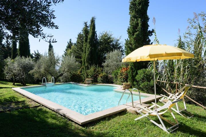 Villa Serenella, sleep 2/4, pool, Cortona 1 km - คอร์โทนา - วิลล่า