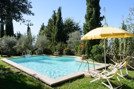 Villa Serenella, sleep 2/4, pool, Cortona 1 km - Cortone