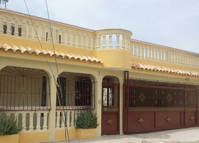 APARTA ESTUDIO CERCA DEL AEROPUERTO Y CIUDAD