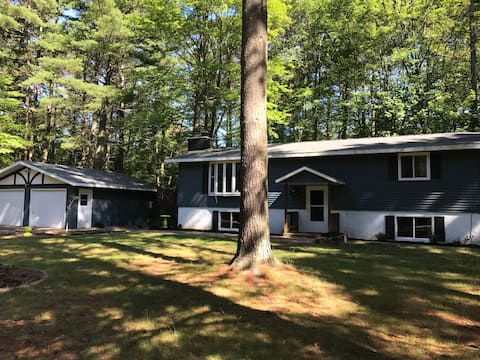 4 bedroom home on cal de sac close to ATV trail and 1 block from Lost Lake