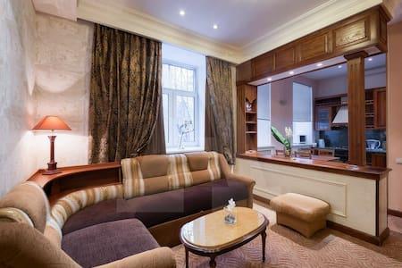 3 комнатная квартира в центре - Omsk