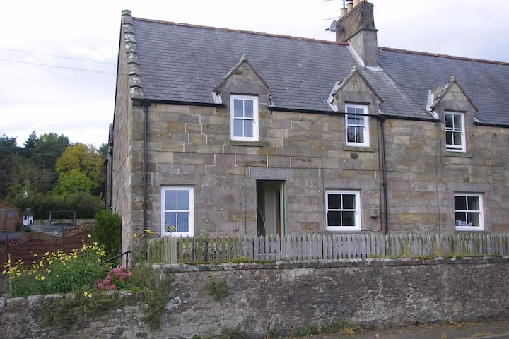 Great views, centrally located, sleeps 5.