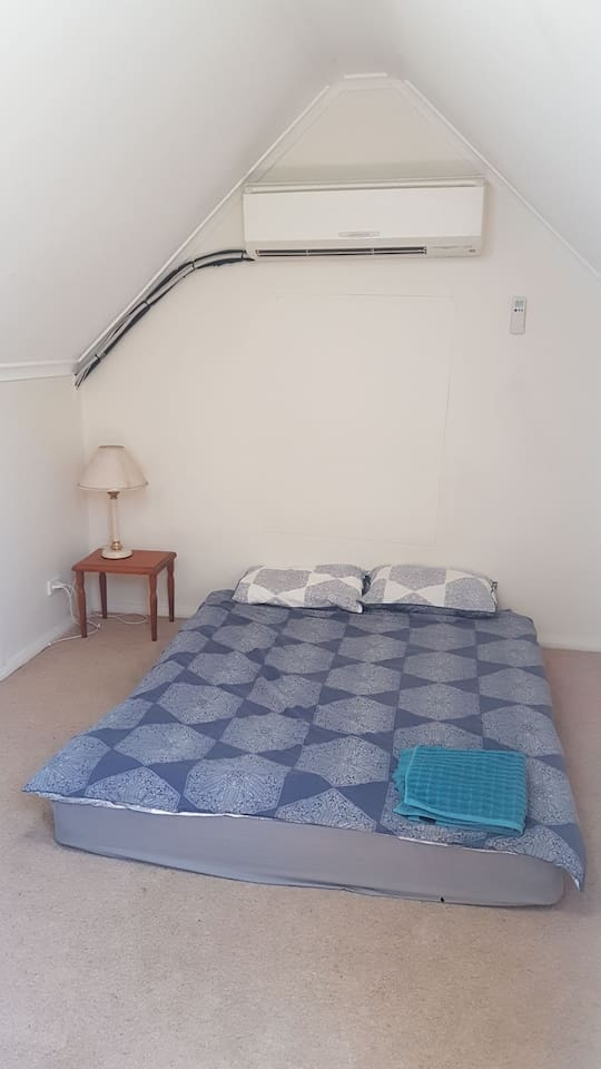 Bedroom pic1