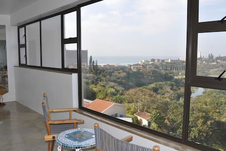 Airy, cool industrial Loft with expansive views. - Amanzimtoti - 公寓
