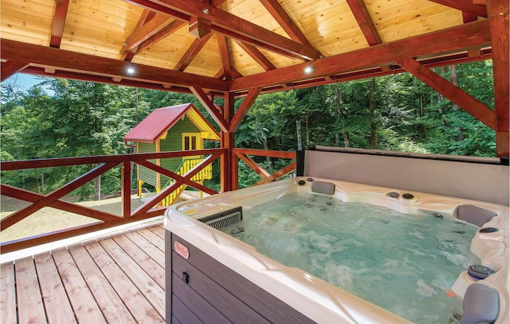 Awesome home in Gorski Kotar with Jacuzzi and 2 Bedrooms