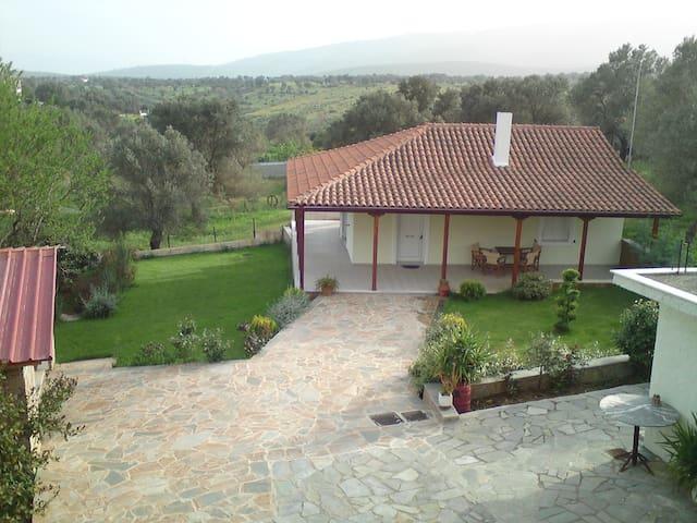 COMFORT , HOSPITALITY , BEAUTIFUL GARDEN - Agios Ioannis - Hus
