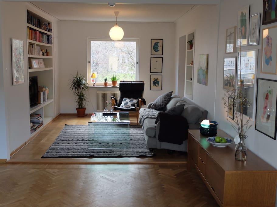 Open, airy livingroom.