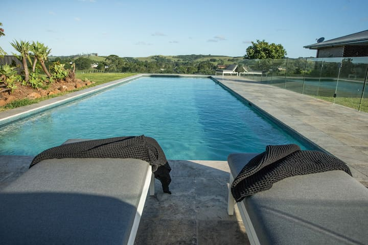 Luxury Queen Suite- Bangalow, Byron hinterland