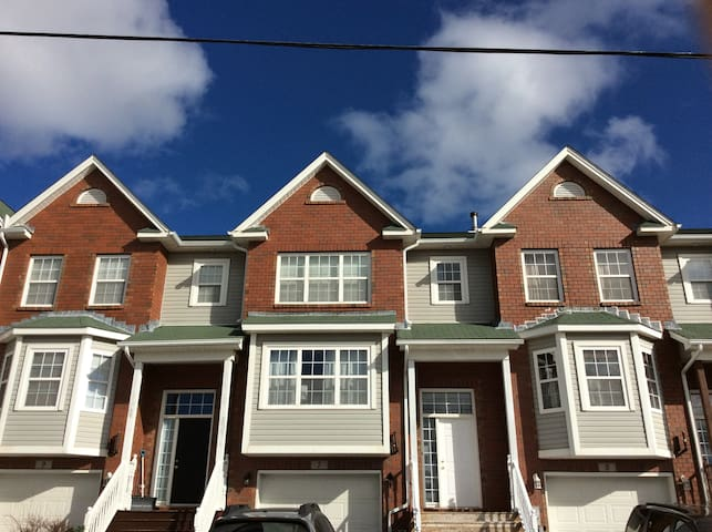 Family friendly 3 bedroom townhouse in Dartmouth - Dartmouth - Radhus