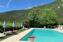 Pool Domaine La Pique with 360° view