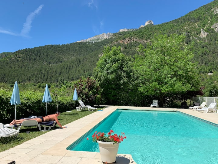 Domaine La Pique - cozy house with pool