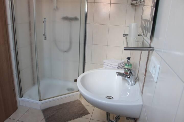 """Landgasthof """"Zur Tenne"""" (Feuchtwangen), Einzelzimmer mit Dusche / WC, Fernseher und kostenlosem WLAN"""