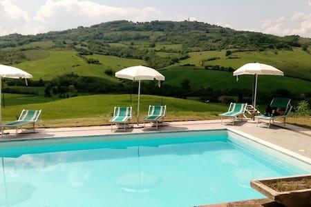 Casale with stunning views - Radicondoli