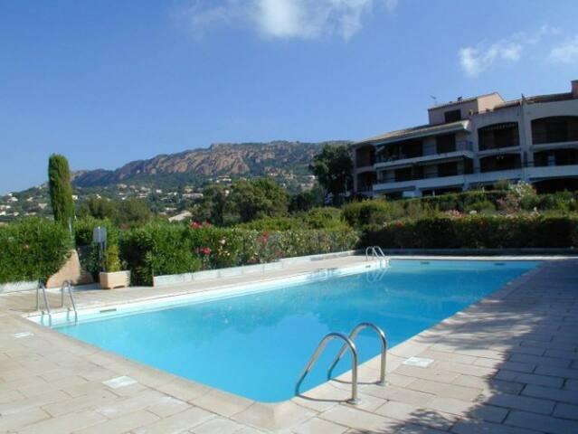 Appartement 3 pièces 200m de la plage + piscine