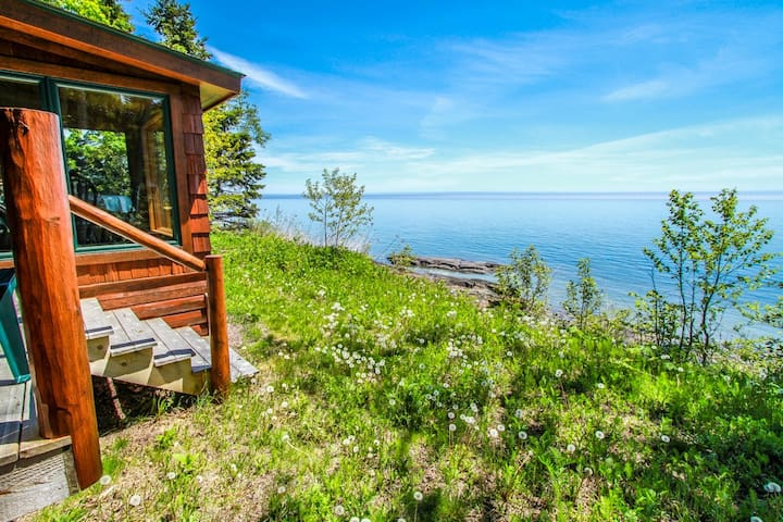 Fox Cove is an adorable little cabin located on the shores of Lake Superior on Cascade Beach Road in Lutsen.