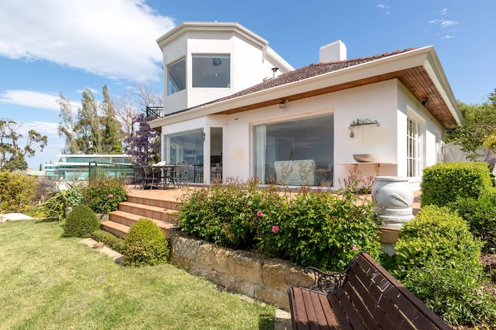 Grange End . Luxury waterfront home - Taroona - Casa