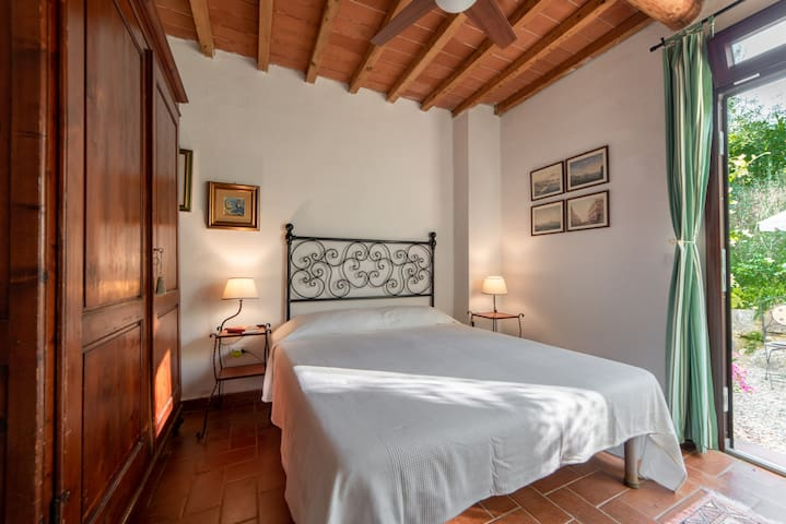 *ROOM CLOSE TO FLORENCE AMONG VINEYARDS AND HILLS*