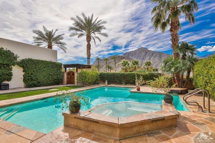 Private Oasis ! Gorgeous pool & mountain view