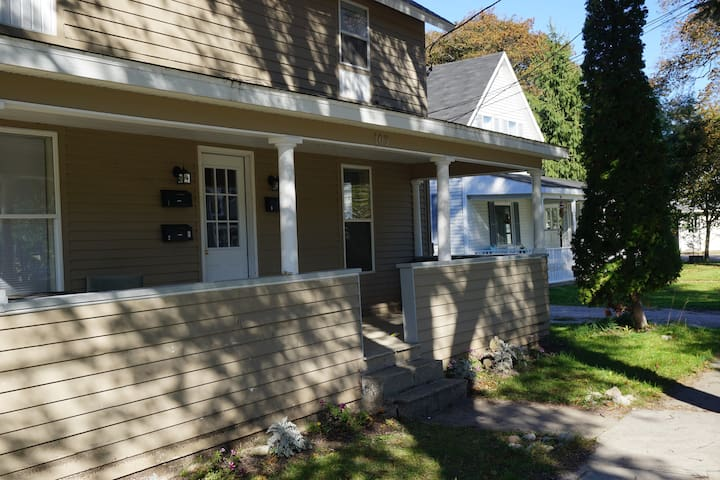 2 Bed/2 Ba Suite Steps to Action - Charlevoix - Byt